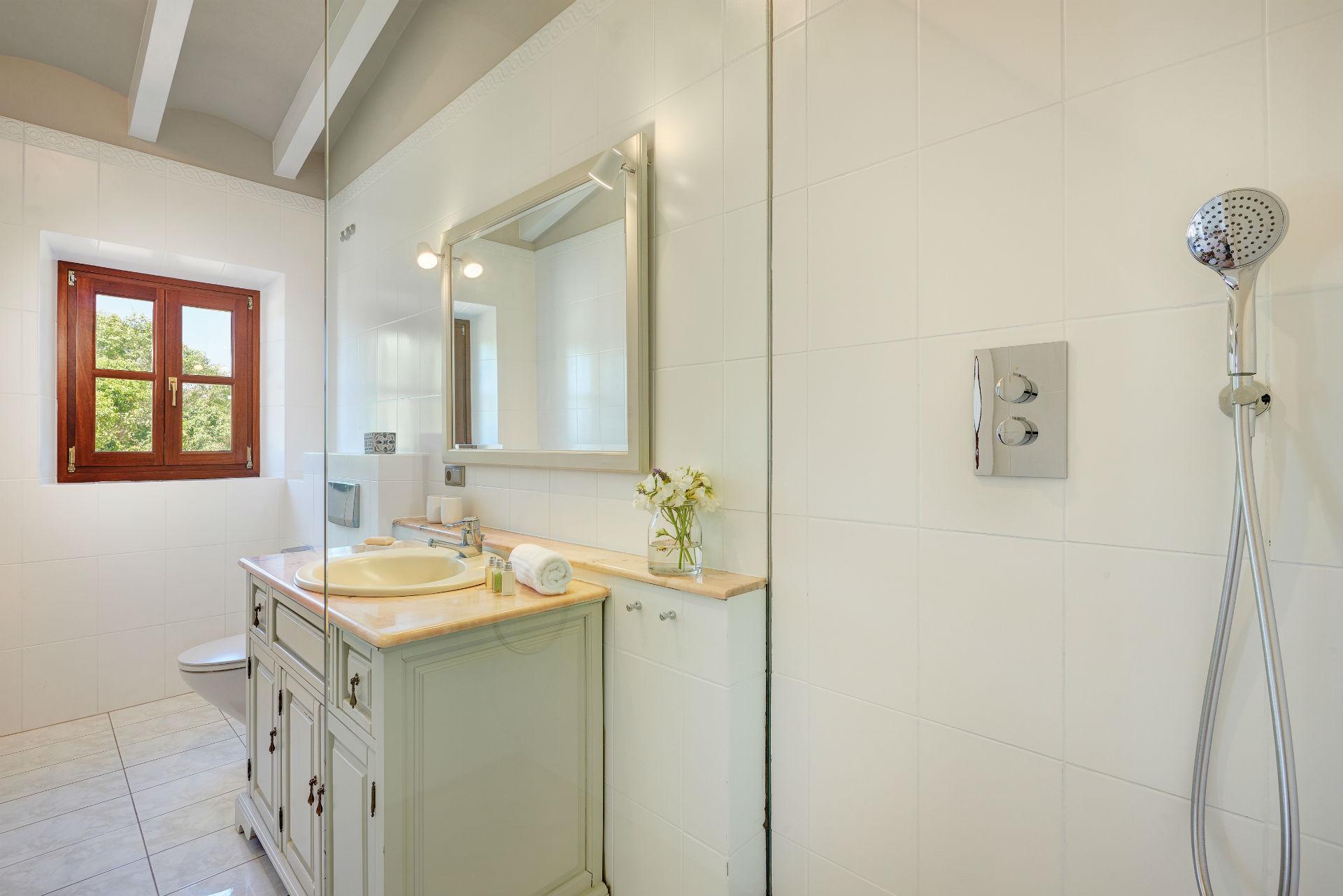 26 Casa Adrover Pollenca Bathroom