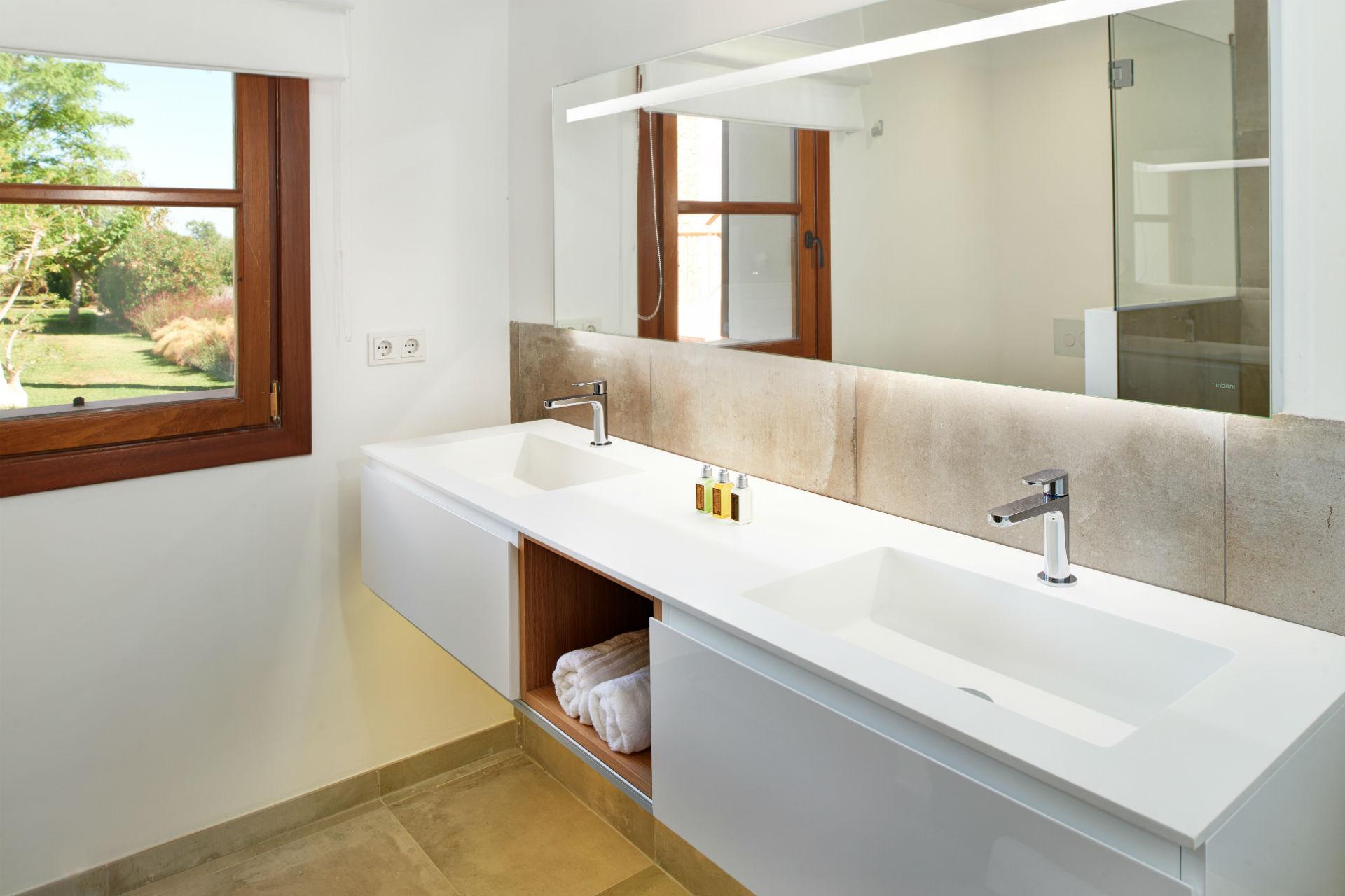 28 Casa Adrover Mondrago Bathroom